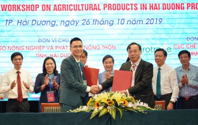 An Phat Holdings and Hai Duong Province signed a cooperation agreement to support the testing of organic waste bags
