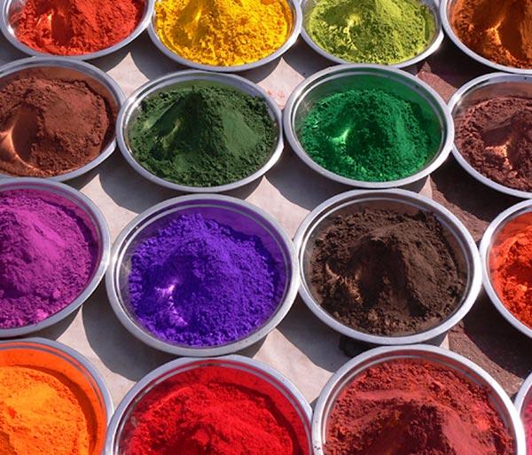 Chỉ cần cho một lượng nhỏ chất tạo bột là có thể tạo ra màu sắc tươi sáng cho ống hút