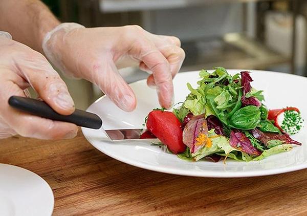 Sử dụng găng nấu ăn mang lại nhiều lợi ích cho người dùng