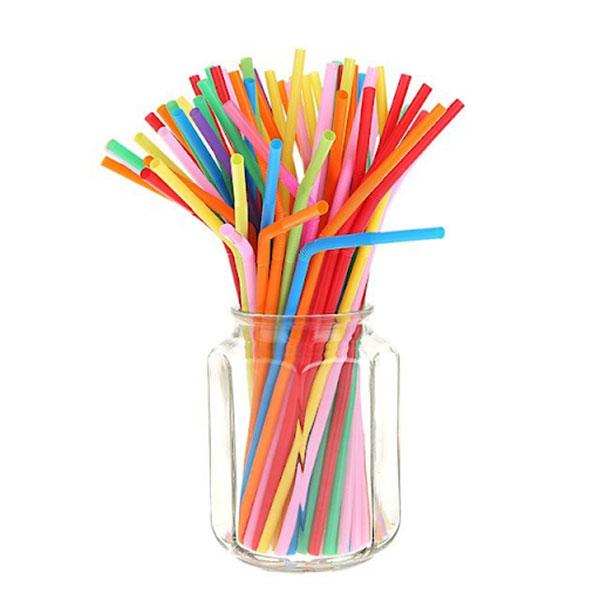 Ống hút nhựa được sử dụng phổ biến trong đời sống hằng ngày