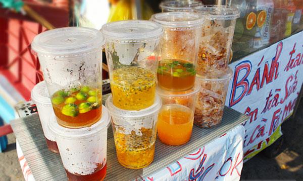 Cốc nhựa dùng một lần được tiêu thụ tăng lên nhiều lần vào mùa hè