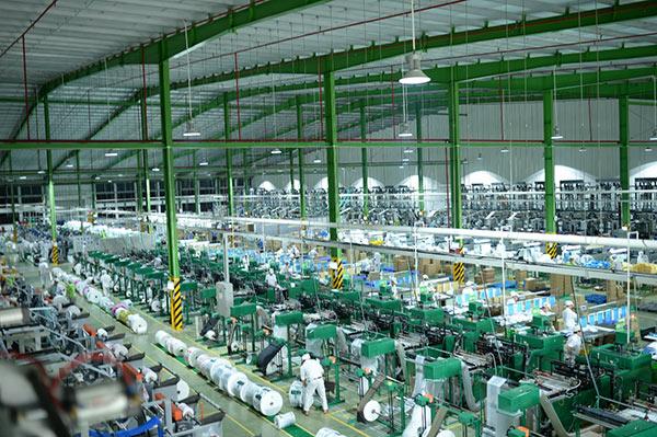 Thế giới hiện có khoảng 180 công ty sản xuất sử dụng nhựa sinh học, trong đó có tới 45 công ty nằm tại các nước Đức, Mỹ và Nhật Bản