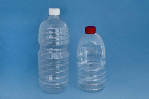 Nhựa PET thường được dùng để làm chai đựng đồ uống.
