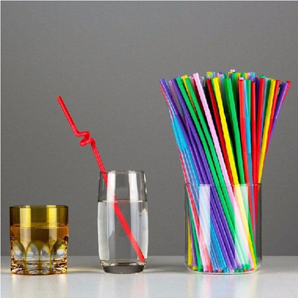 Ống hút nhựa với nhiều hình dáng, màu sắc, kích thước khác nhau