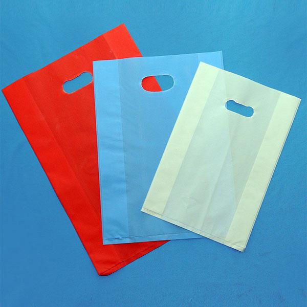 Túi HDPE được các shop thời trang sử dụng làm túi đựng đồ cho khách hàng
