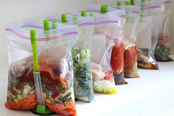 Túi nilon đựng thực phẩm có thể làm giải phóng ra rất nhiều chất độc hại gây nguy hiểm cho sức khỏe